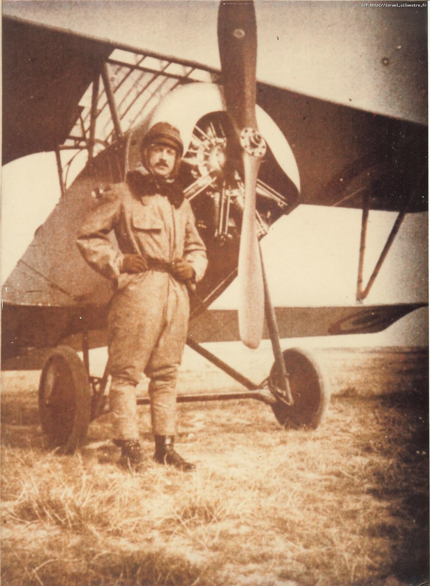 Jacques de Silvestre devant un Nieuport